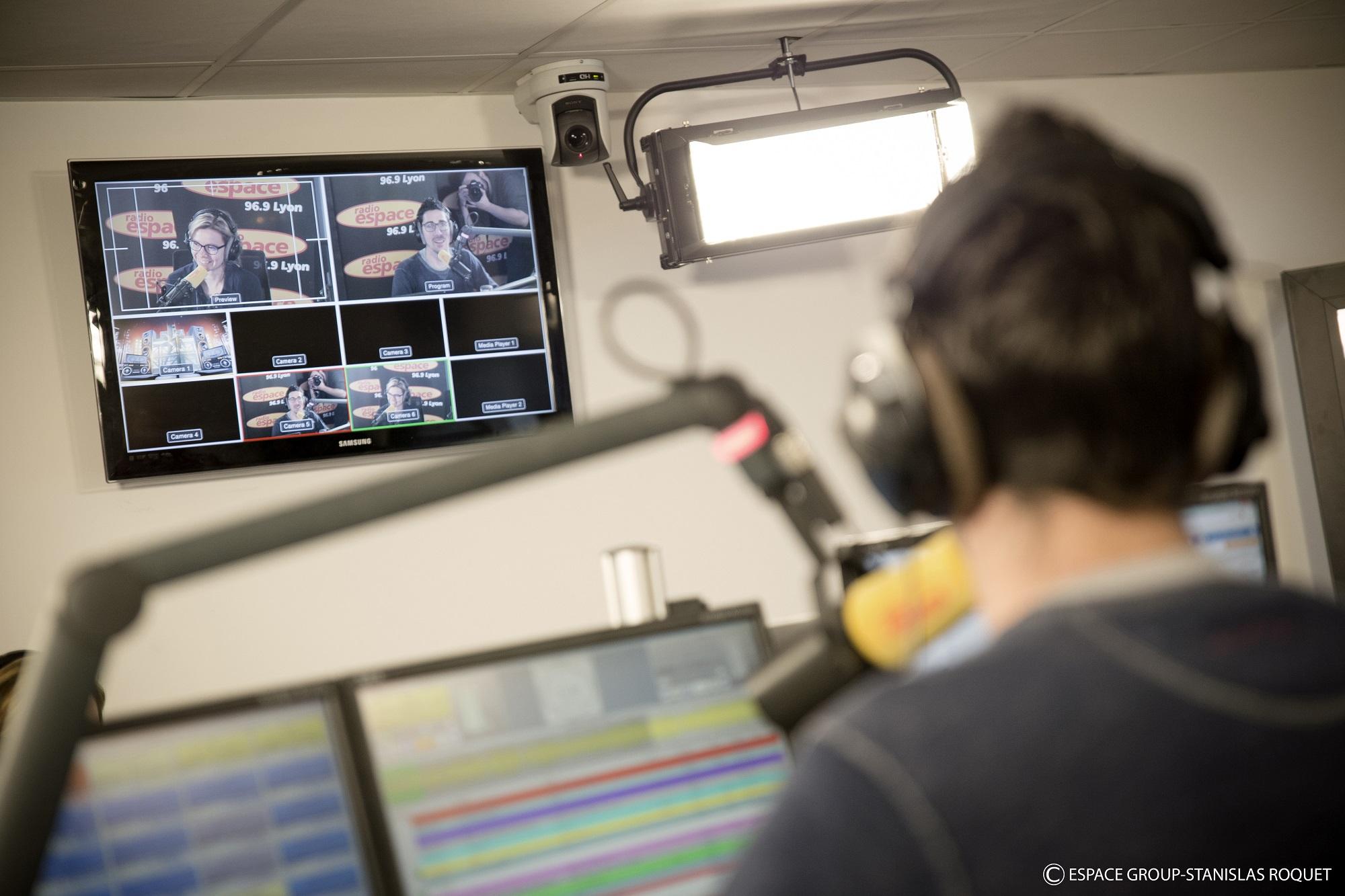 Les studios de Radio Espace équipés de caméras.