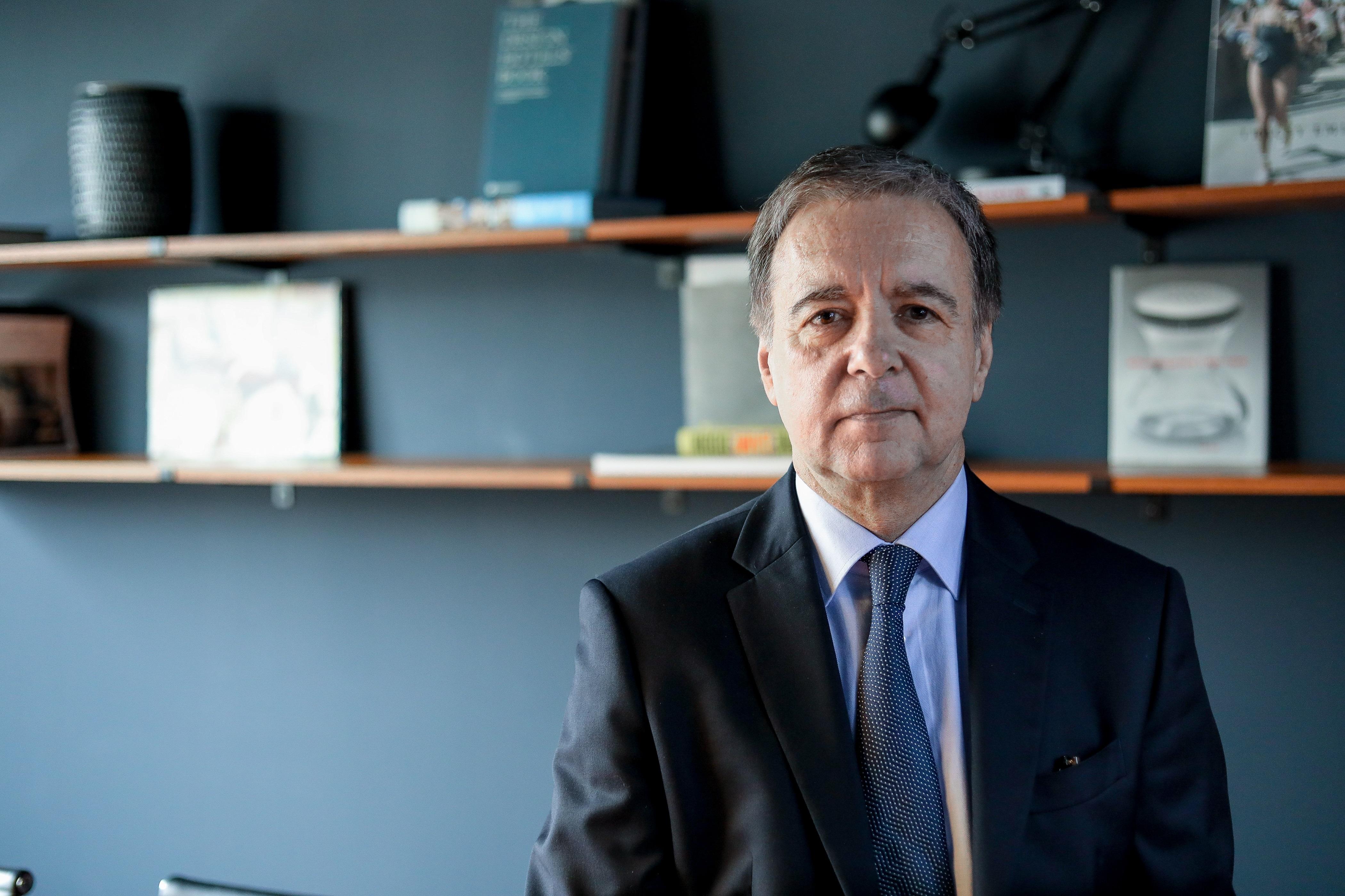 François Desnoyers est ancien journaliste et ancien directeur général de Radio France. Il est actuellement DG de l'agence Publics.