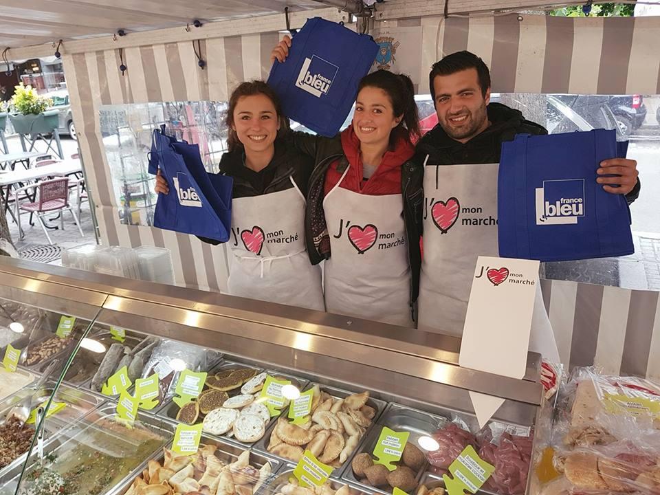Le week-end dernier, on distribuait aussi des sacs aux couleurs de la station avec France Bleu Paris à l'occasion de ce partenariat © France Bleu Com