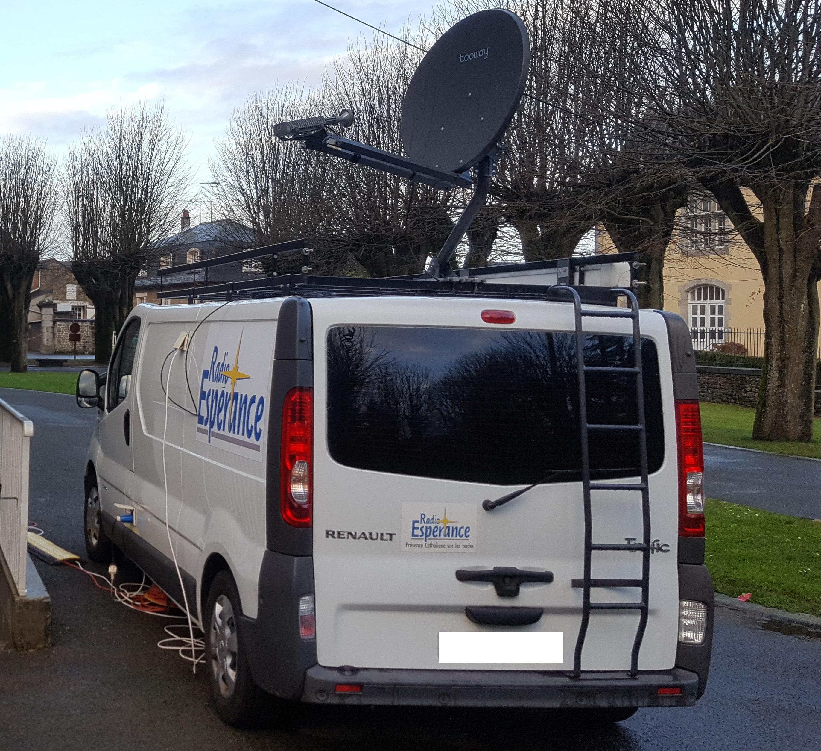 Le véhicule de Radio Espérance permet une réactivité dans la couverture des événements extérieurs.