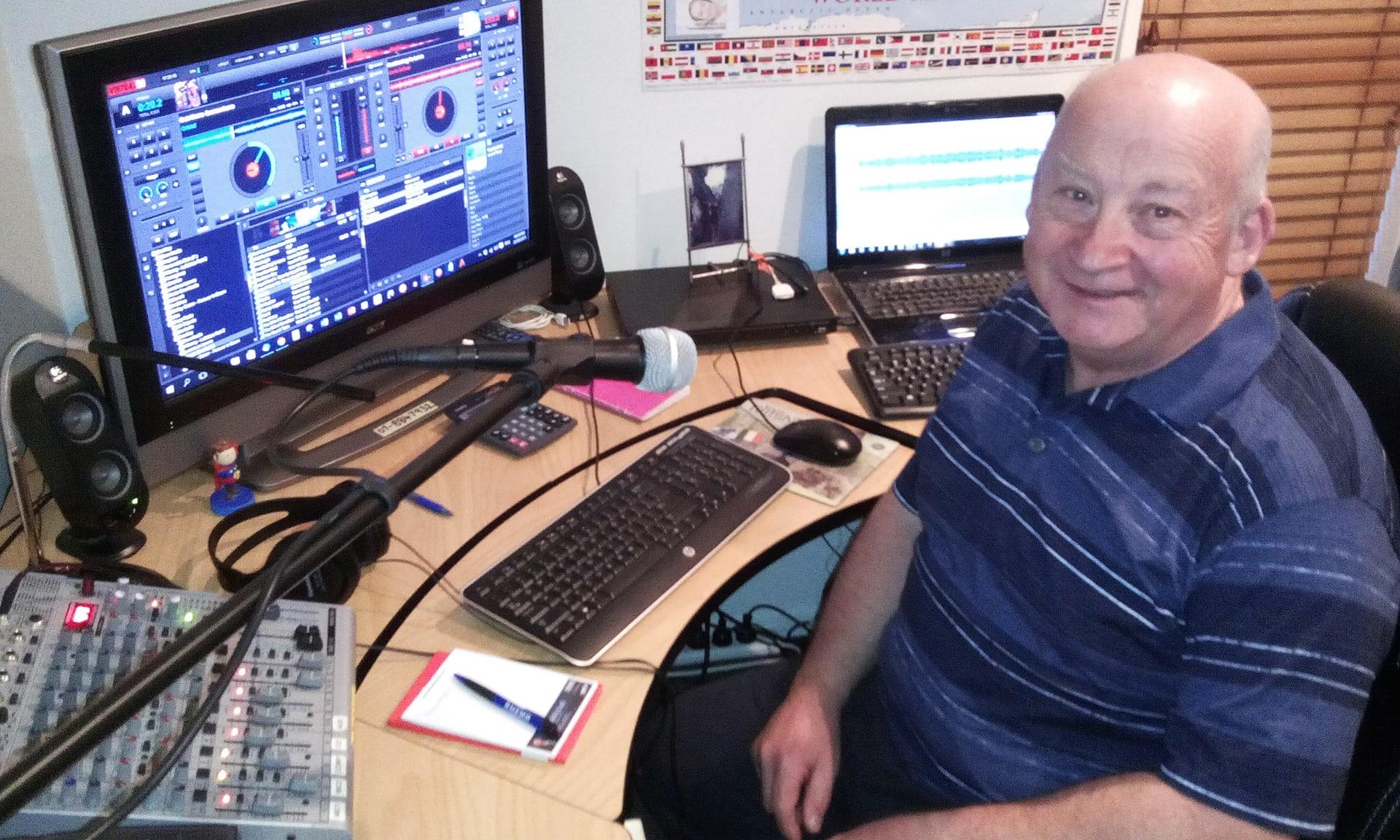 Sur Sleep Radio, John Watson doit endormir les insomniaques
