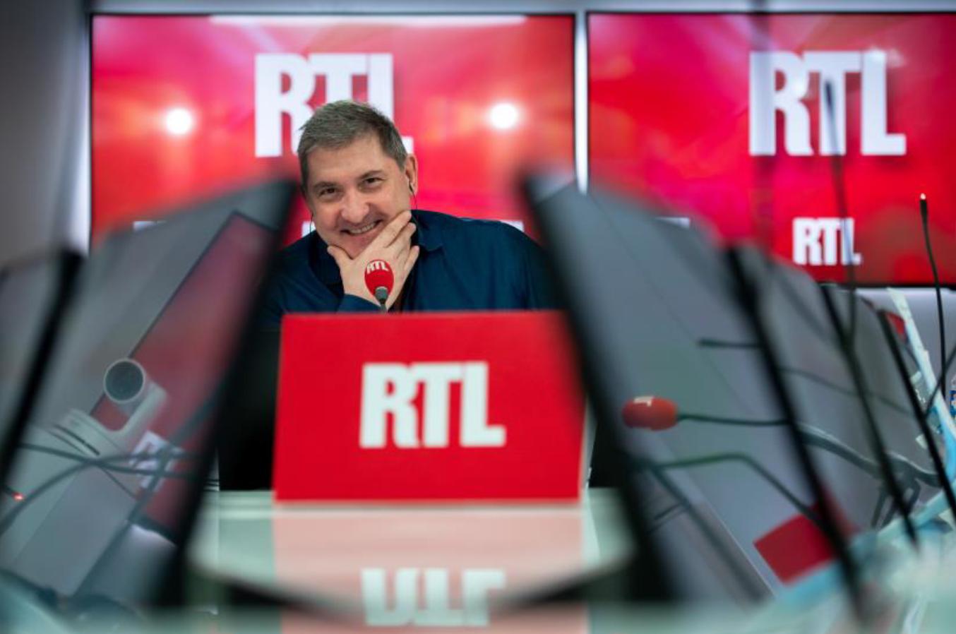 "Yves Calvi ""meilleur animateur radio en matinale généraliste"" selon un sondage OpinionWay © Frédéric Bukajlo – SIPA Press"