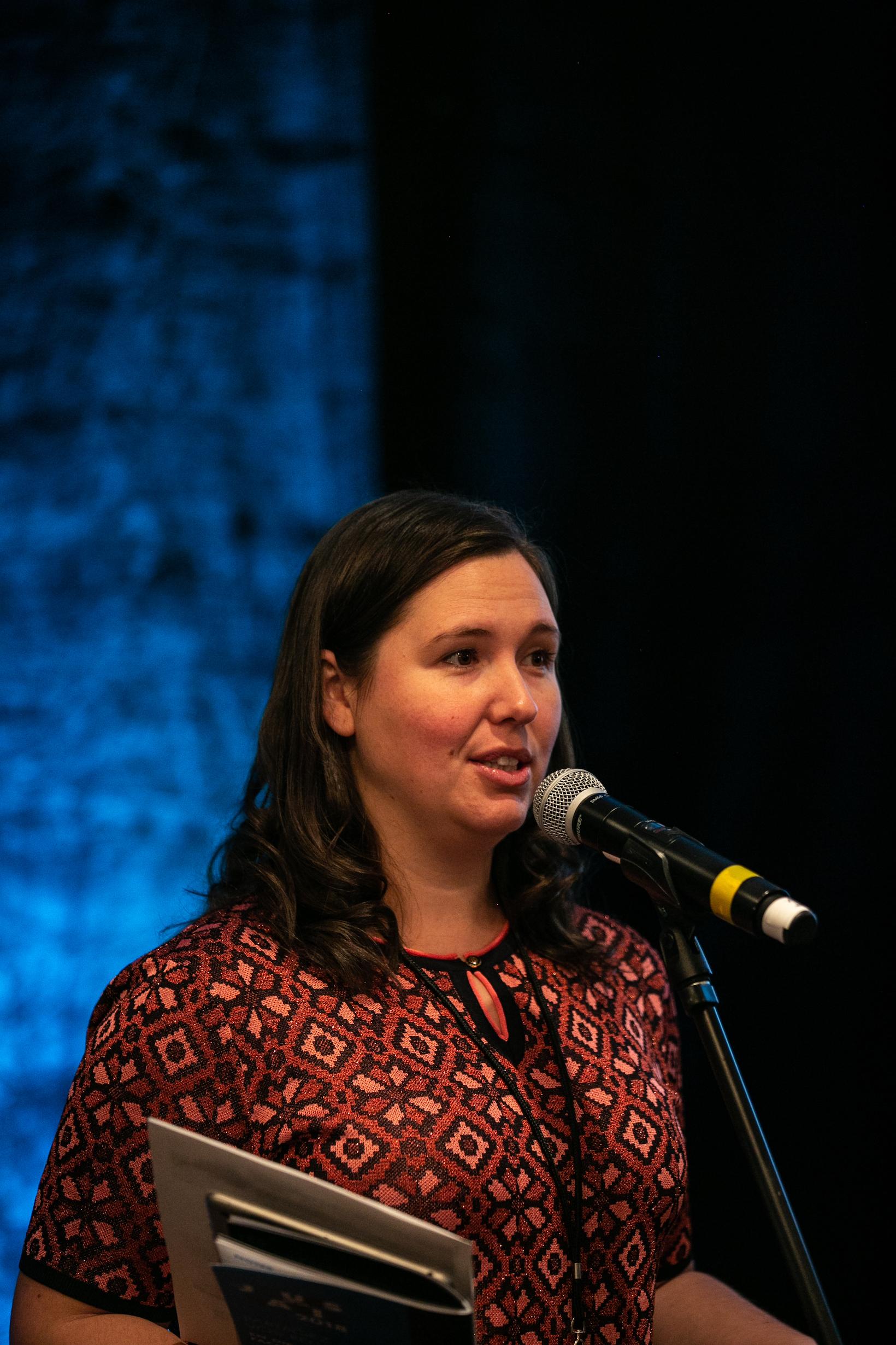 Tanya Beaumont, présidente de l'ARCQ, lors de son discours d'ouverture des Jours de la Radio 2018.