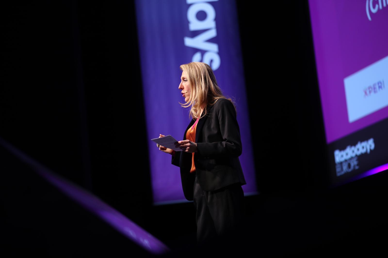 Sibyle Veil s'est exprimée en anglais sur la scène des Radiodays Europe à Lausanne. Photo RDE
