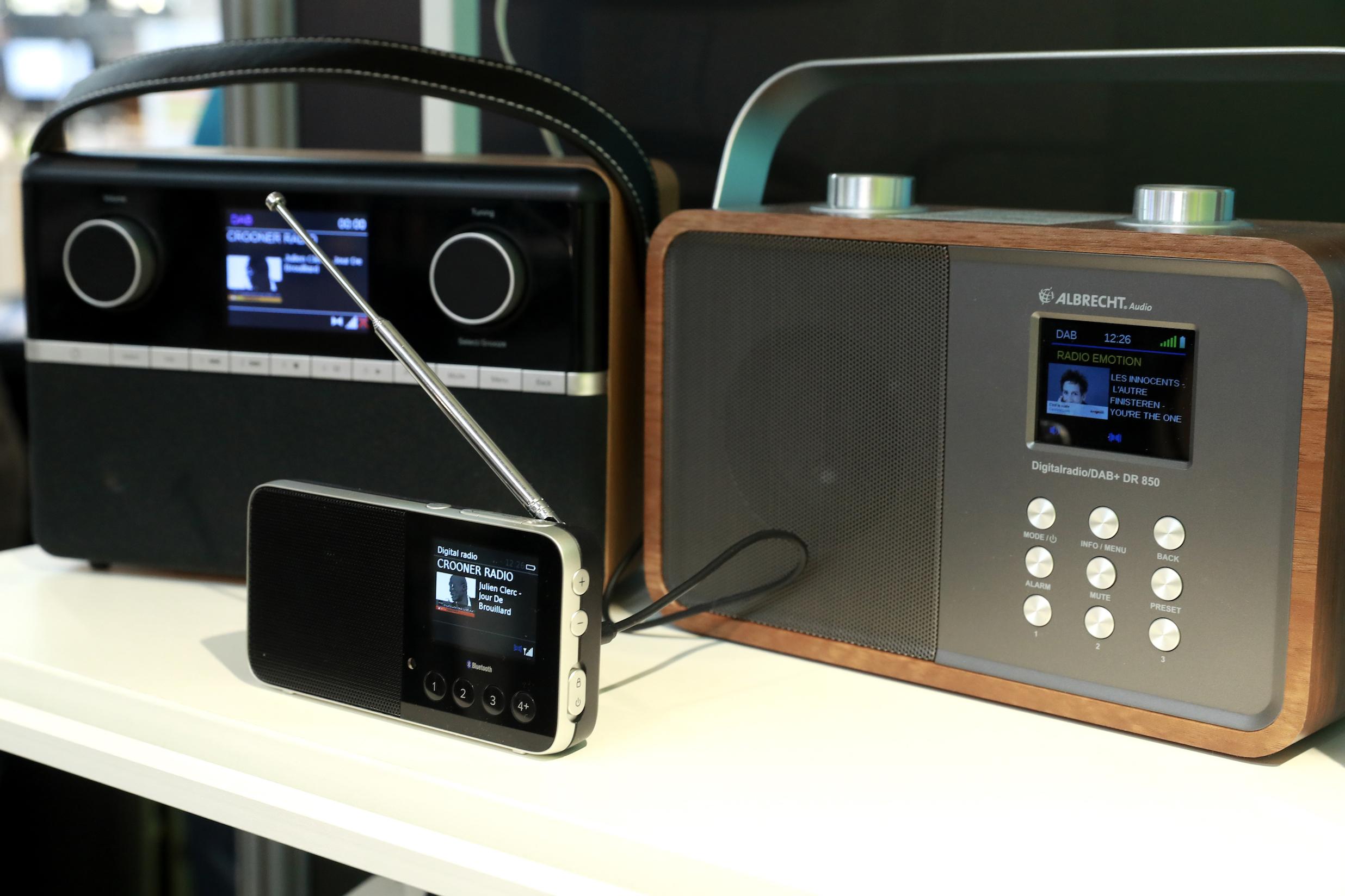 Depuis quelques mois, on trouve désormais davantage de récepteurs DAB+ chez les revendeurs © Linda Viksna / La Lettre Pro de la Radio