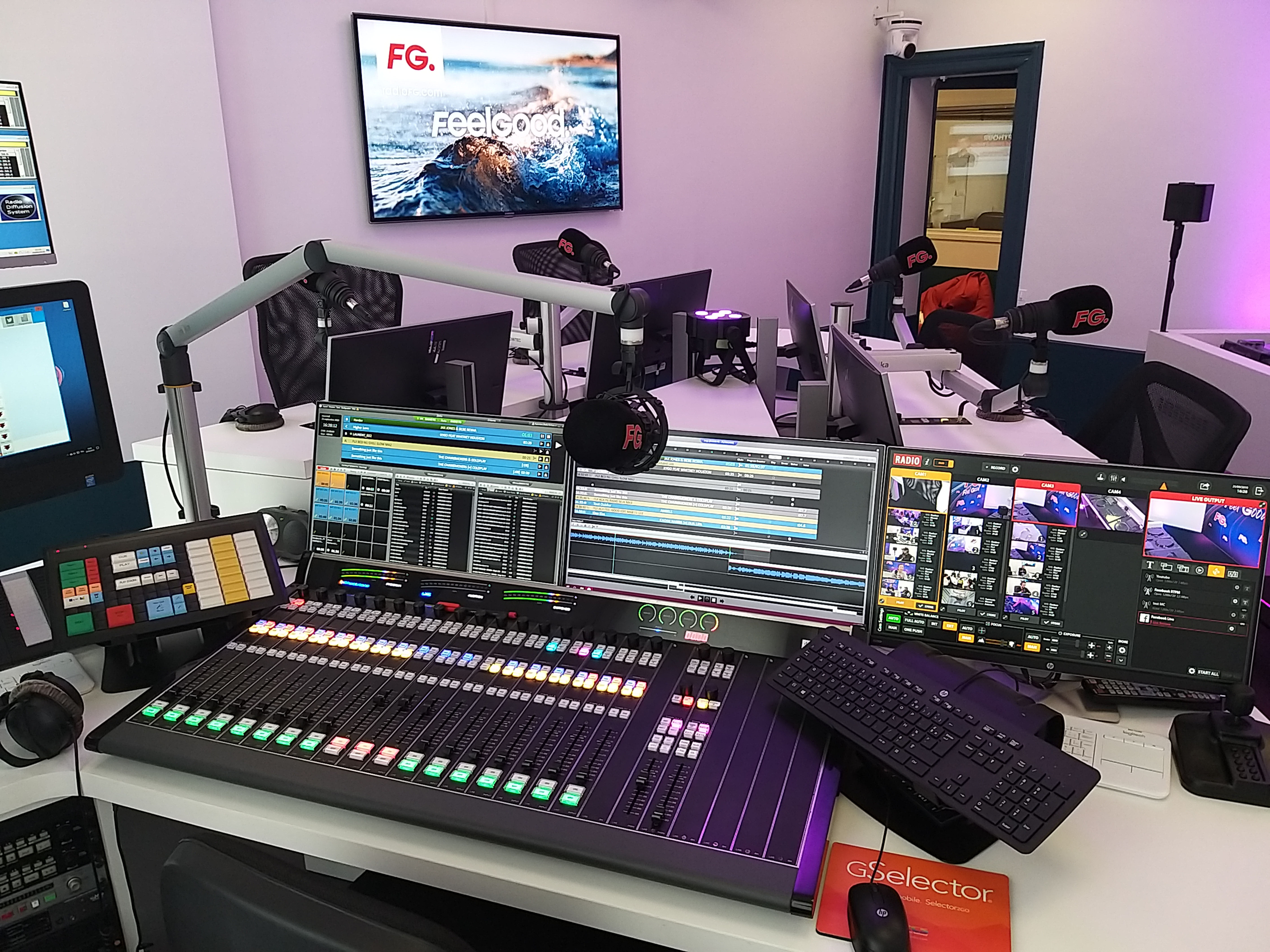 La console LXE Wheatstone dans son environnement avec ZETTA RCS. Photo Sylvain Ferey, Radio FG