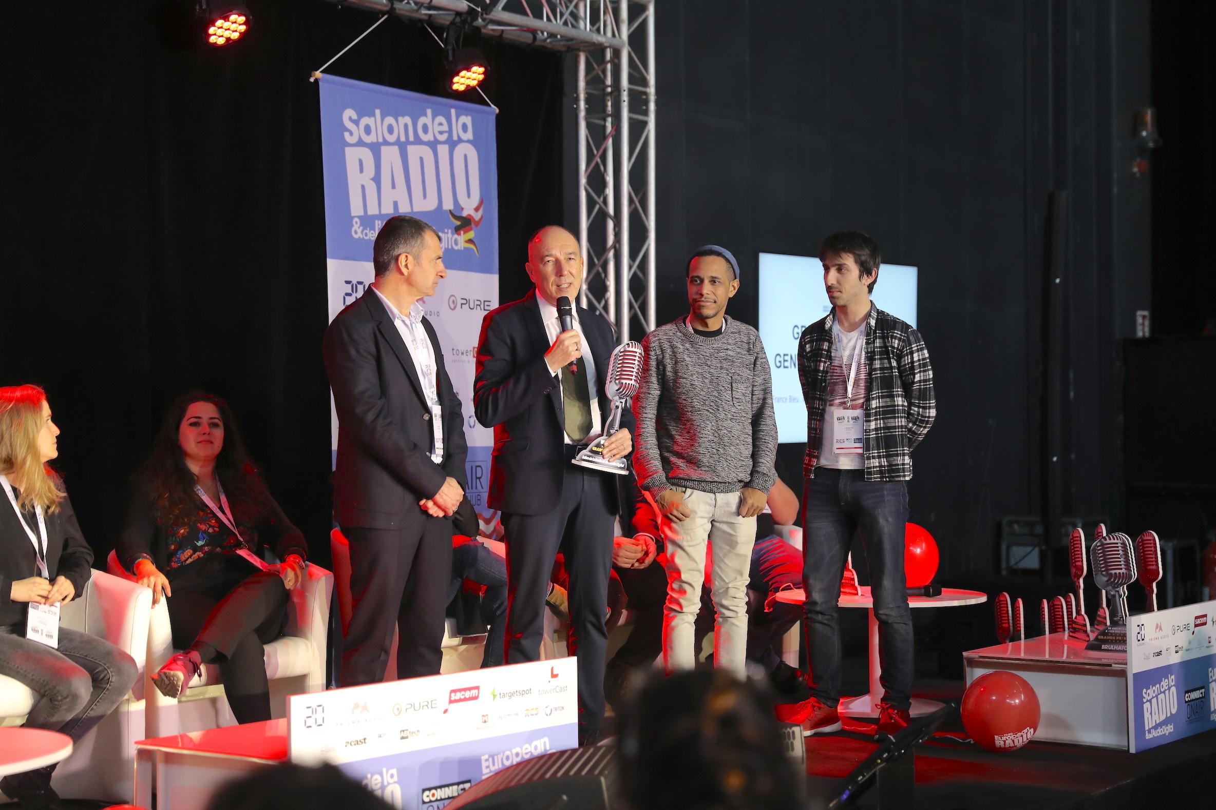 Skyrock PLM, disponible sur une application, vise le public des personnels militaires. Pierre Bellanger, le patron de Skyrock, est venu personnellement recevoir son Grand Prix Radio au Salon de la Radio