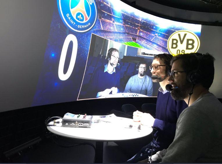 Lors du match à huis clos PSG-Dortmund, Cyrille de La Morinerie et Julien Froment commentent la rencontre sur Europe 1, depuis le studio Bellemare. © D.R.