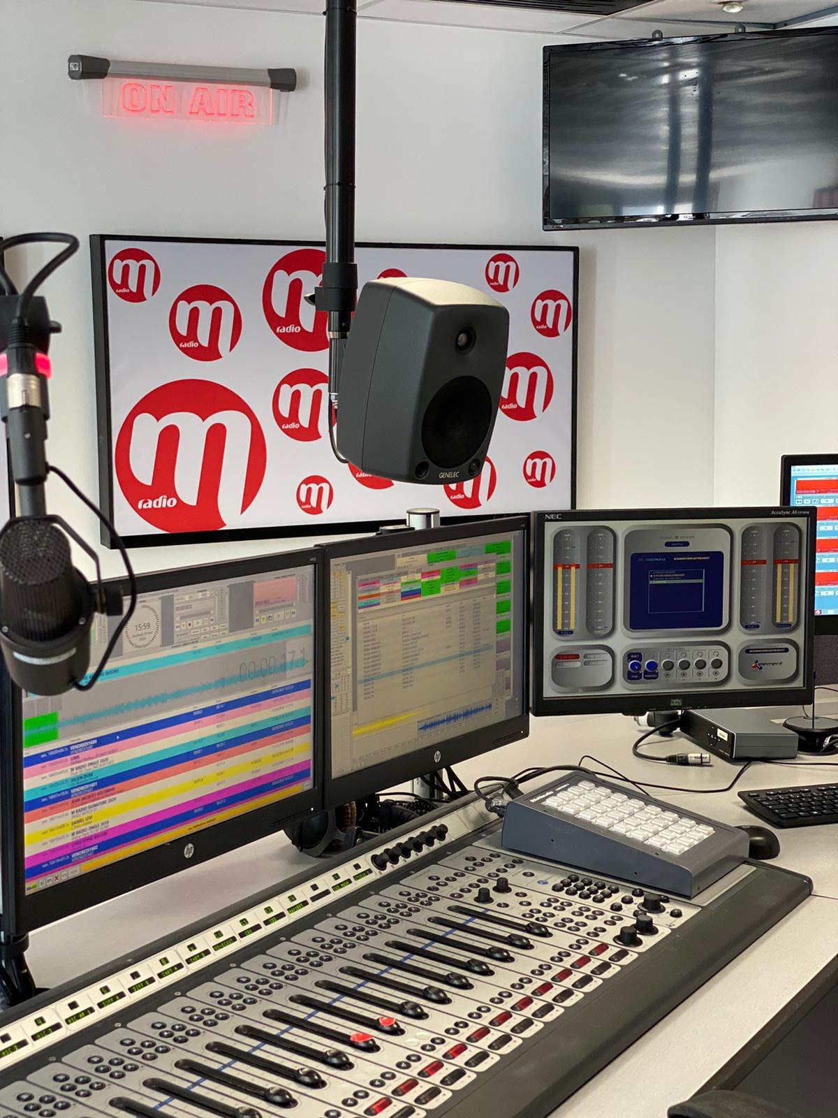 M Radio diffuse 100% de chanson française sur plus de 100 fréquences en France.