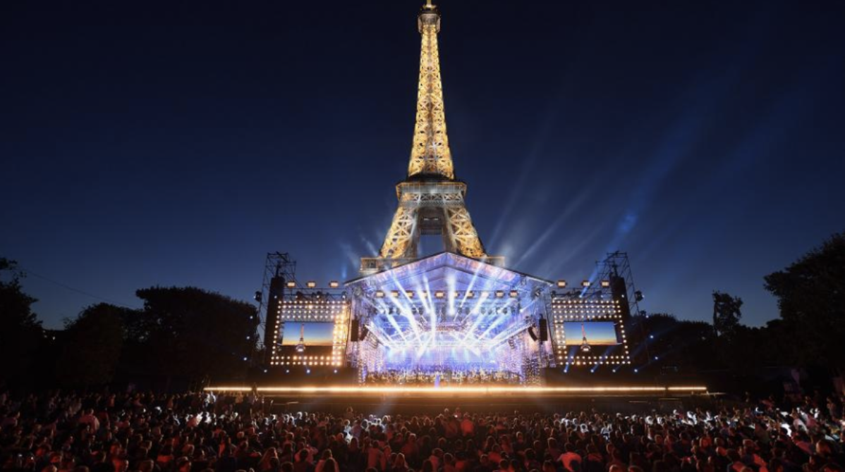 """""""Le Concert de Paris"""" au pied de la Tour Eiffel © Christophe Abramowitz / Radio France"""