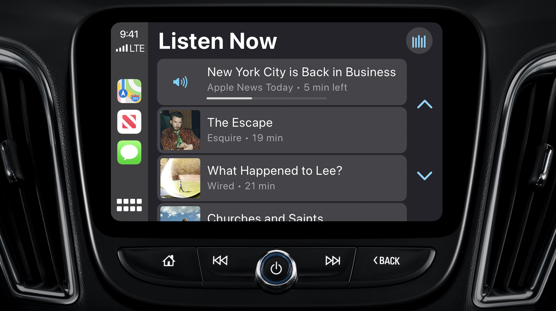 "CarPlay prend désormais en charge l'application ""News"", afin que les automobilistes puissent écouter des Audio Stories et Apple News Today, en conduisant..."