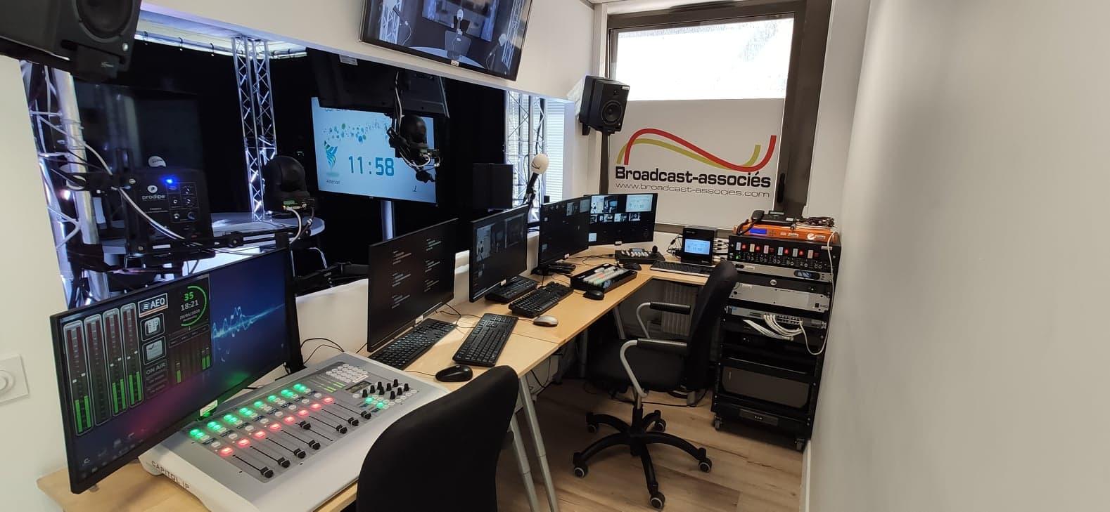 Une autre vue de la régie TV-Radio de Broadcast-associés