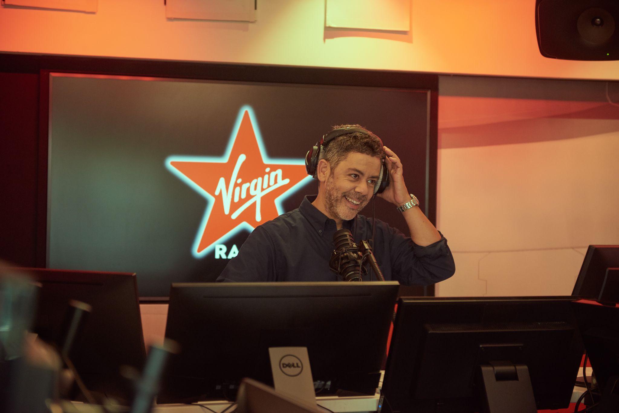 En 2021, Manu Payet fêtera les 25 ans de sa première radio ! © Virgin Radio.