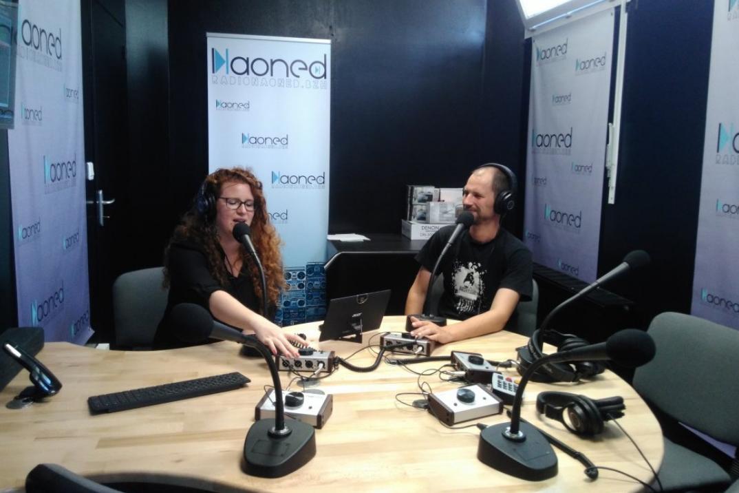 Le studio de Radio Kerne-Naoned à Saint-Herblain avec Marianne Vaidie, journaliste et Melaine Looten, coordinateur. En janvier 2018, le CSA a autorisé Radio Kerne à diffuser sur les ondes DAB+ nantaises © LA FRAP