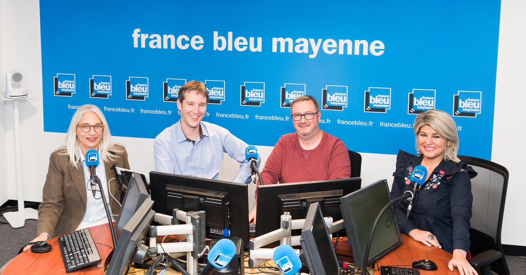 De gauche à droite : Armelle Rocque (journaliste), Gauthier Paturo (animateur), Philippe Guitton (animateur), Stéphanie Denevault (journaliste).