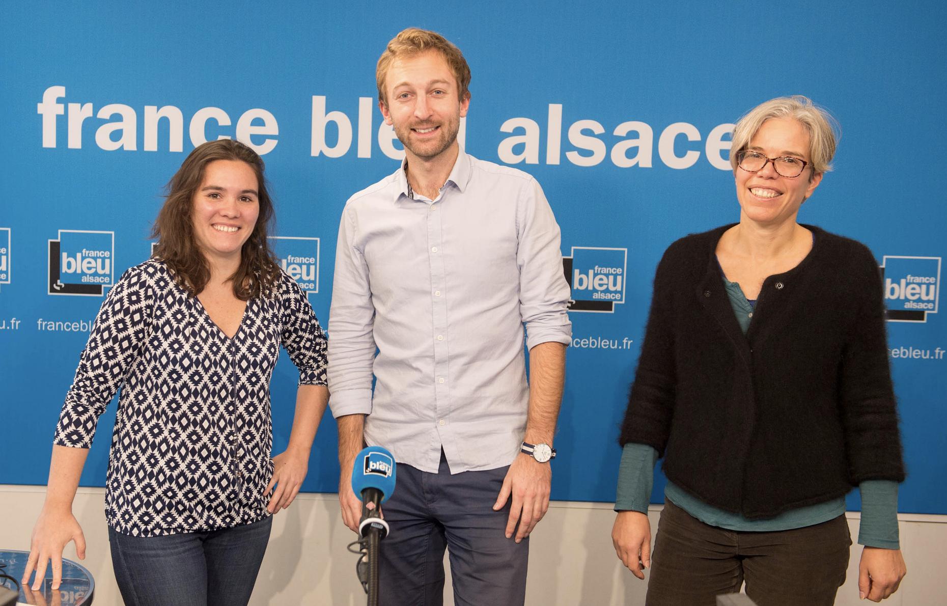 Cette nouvelle filmée sera aussi accessible en replay sur les sites de France Bleu Alsace et de France 3. Elle est animée par Aude Raso (journaliste), Aurélie Locquet (journaliste) et Hubert Desmarest (animateur) © France Bleu Alsace