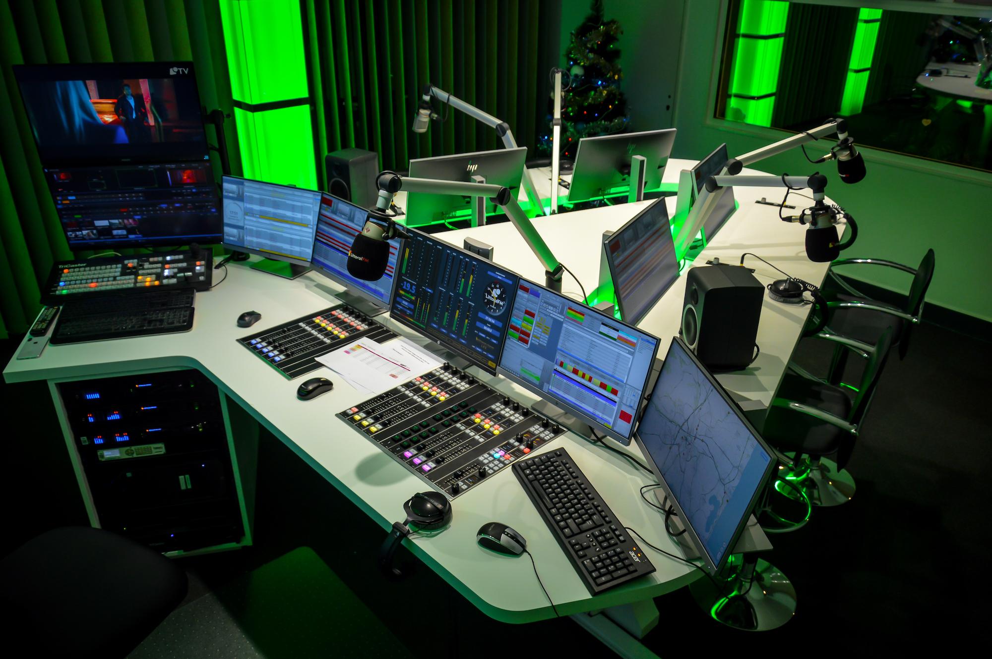Ici, pas de voice track en journée, juste du direct. © Littoral FM.
