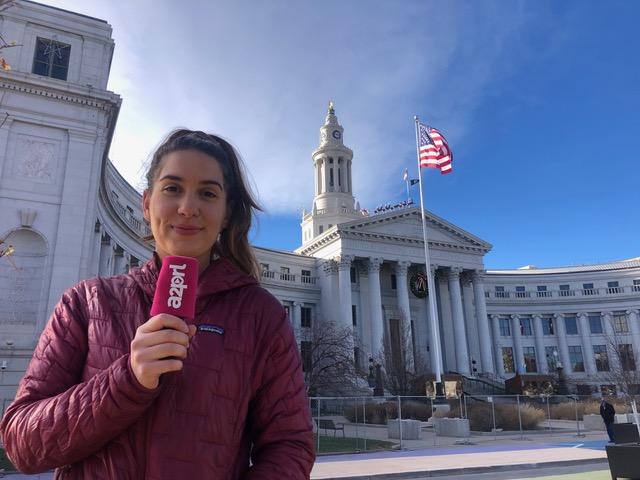 Marie-Eléonore Noire, correspondante aux Etats Unis, devant le Colorado State Capitol à Denver © A2PRL