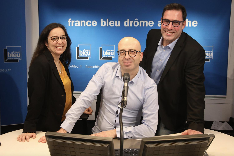 L'équipe de la matinale (de gauche à droite) : Florence Gotchaux (journaliste), Philippe Coste (animateur) et Emmanuel Champale (journaliste) © Claude Fougeirol