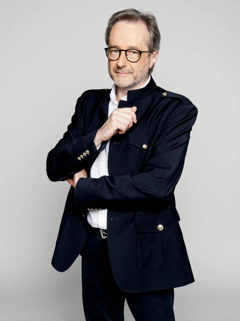 """Brice Depasse est spécialiste musical et animateur de """"La Story"""" sur Nostalgie Belgique"""