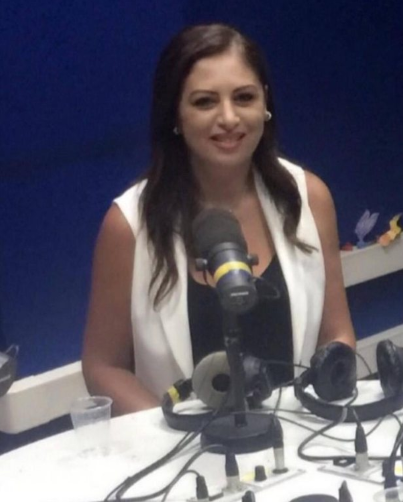 Elissar Naddaf, Conseillère pour les médias francophones auprès du ministère de l'Information, dans les locaux de la radio. © Radio Liban 96.2 FM.