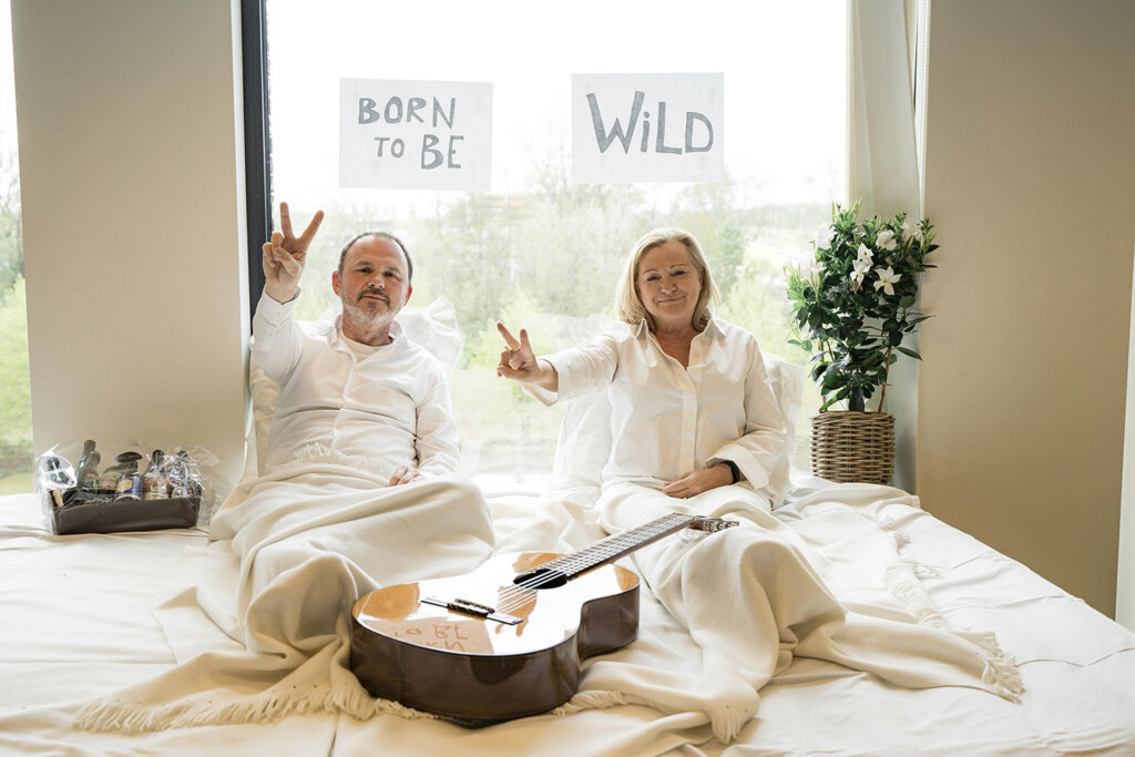 Domi Crommen et Leen Demaré ont présenté le lancement de Nostalgie + depuis leur chambre d'hôtel... © Nostalgie