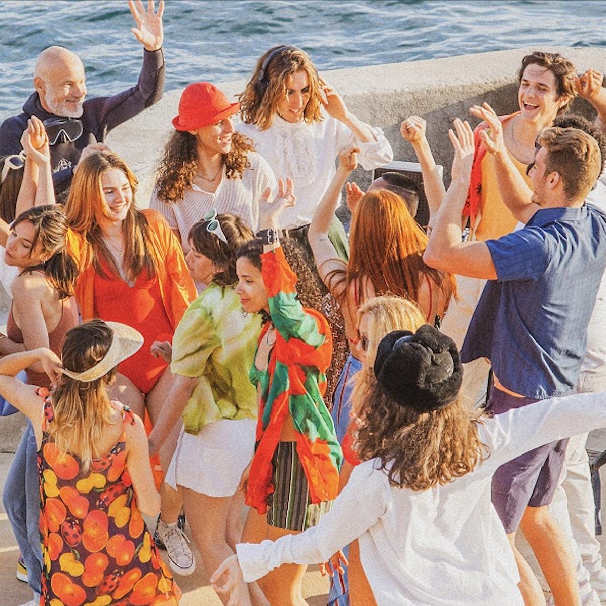 """Kungs, l'artiste le plus Shazamé au monde, a récemment dévoilé un single inédit """"Never Going Home"""", un titre """"aussi festif qu'estival"""". Ce """"summer track"""", comme ils disent,  deviendra probablement la bande-son de l'été de vos auditeurs."""