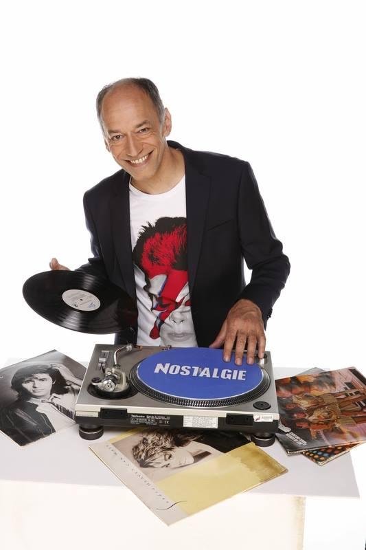 De 19h à 20h, Guillaume Aubert offre sa sélection vinyle aux auditeurs de Nostalgie. © D.R.