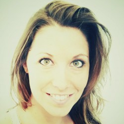 Diane Thibaudier, chroniqueuse sur le réseau régional Sweet FM