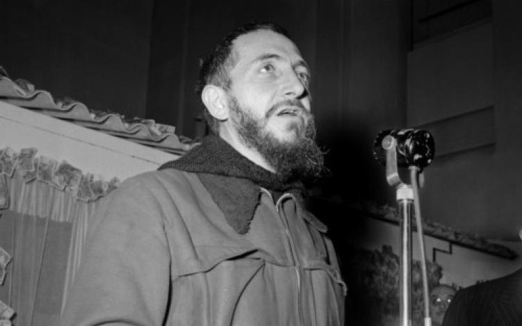 L'abbé Pierre lance son appel le 1er février 1954 à Radio-Luxembourg © AFP