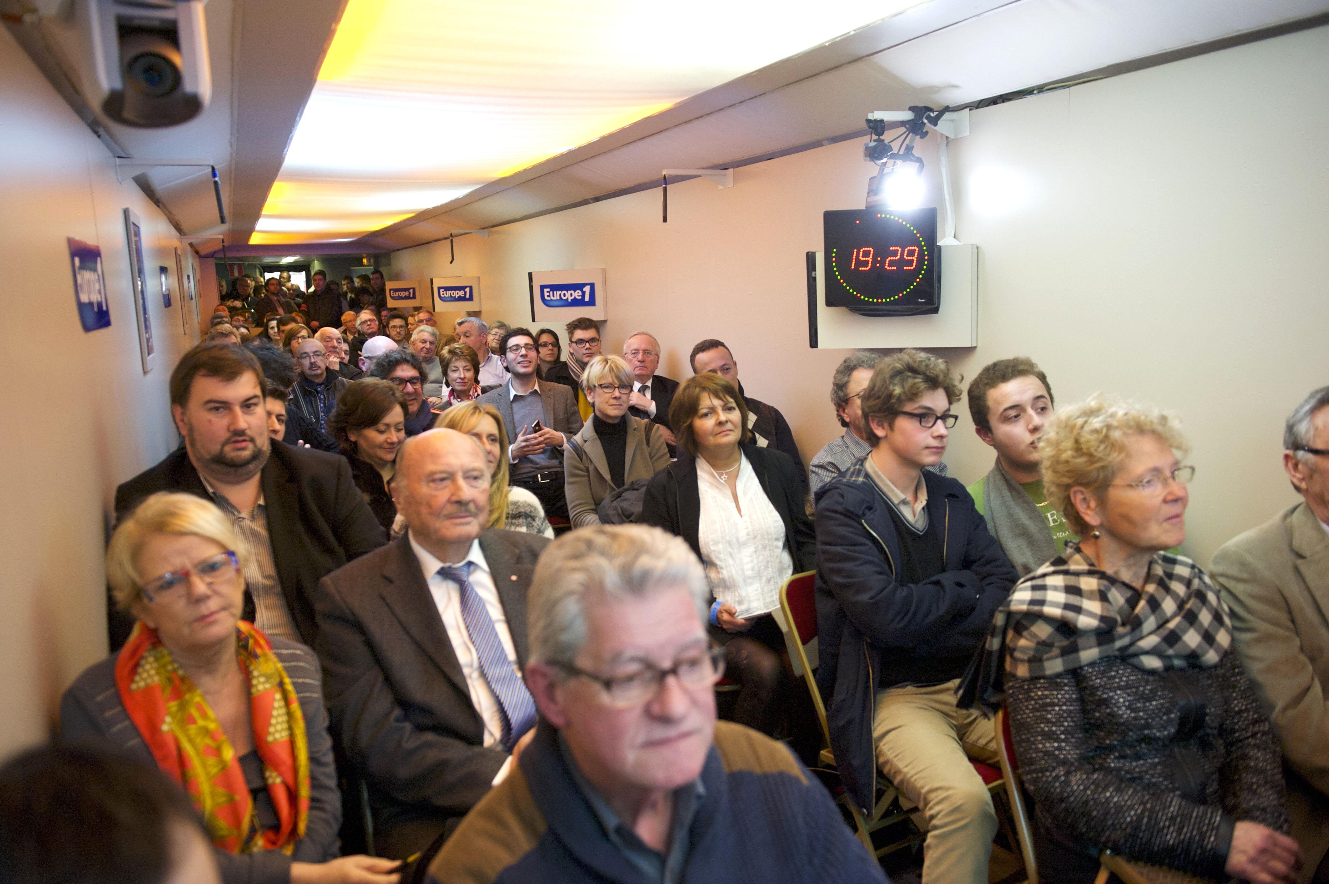 De nombreux auditeurs dans le Train des Municipales ont assisté à l'émission © Benjamin Segura - CAPA Pictures