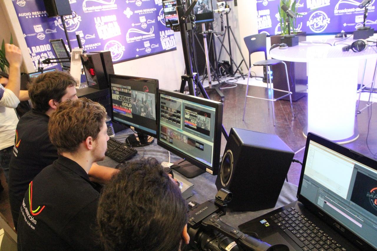 Hommage aux techniciens et aux réalisateurs de La Radio du Salon de la Radio