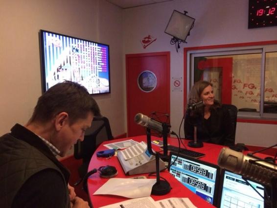 Nathalie Kosciusko-Morizet au micro d'Antoine Baduel. FG est diffusée à Paris sur 98.2 FM et dans 21 villes en France