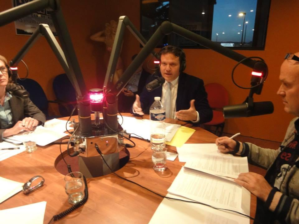 Azur FM s'implique énormément dans la campagne des municipales. Ici, un débat entre les trois têtes de liste de Sélestat: Marcel Bauer (hor champs), Caroline Reys, et Stéphane Klein (au centre), animé par Franck Jehl (à droite).