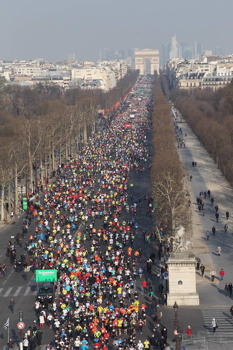 Ce dimanche, vous apercevrez, peut-être, les 5 journalistes de France Info sur l'avenue des Champs-Elysées ©Aso/Maindru