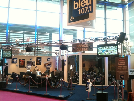 Le studio de France Bleu 107.1 à la Foire de Paris en 2013  © Radio France