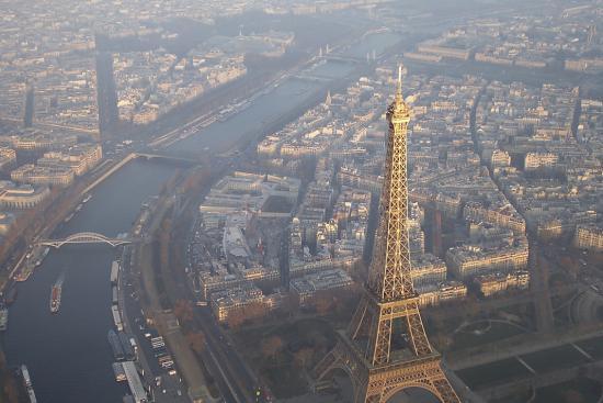 Symbole de Paris, la tour est aussi un symbole de la radio.