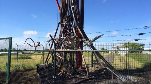 """Cet incendie qualifié de volontaire a fortement endommagé le pylône des antennes RTBF. """"Les travaux pour réparer pourraient prendre six mois au bas mot"""" © RTBF"""