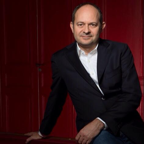 Jean-Eric Valli dirige le Groupe 1981 qui édite édite sept programmes distincts sur quatre formats originaux