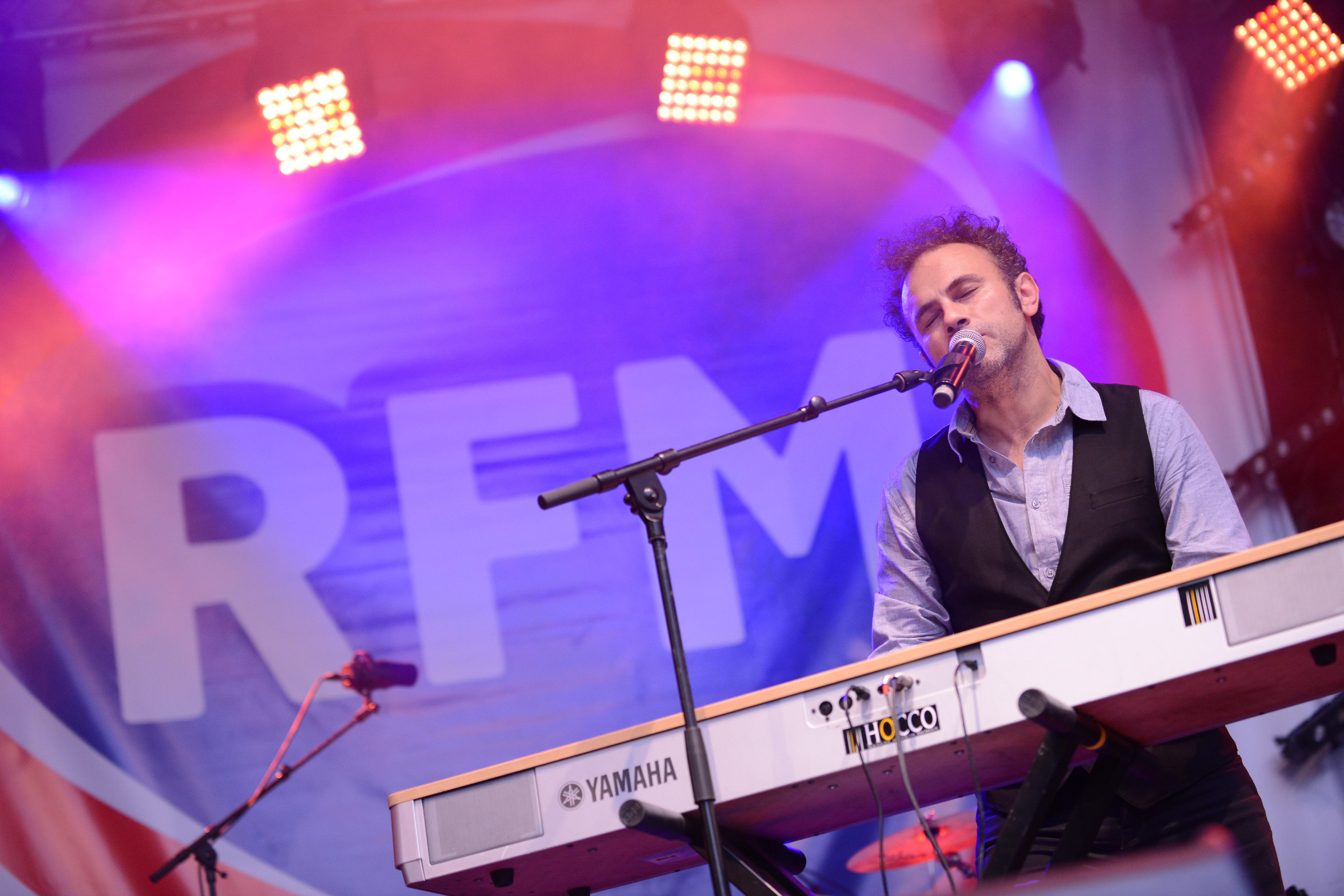 Manuréo, vainqueur de la Révélétion RFM 2014, sur la scène du RFM Summer Live  ® Vision by AG