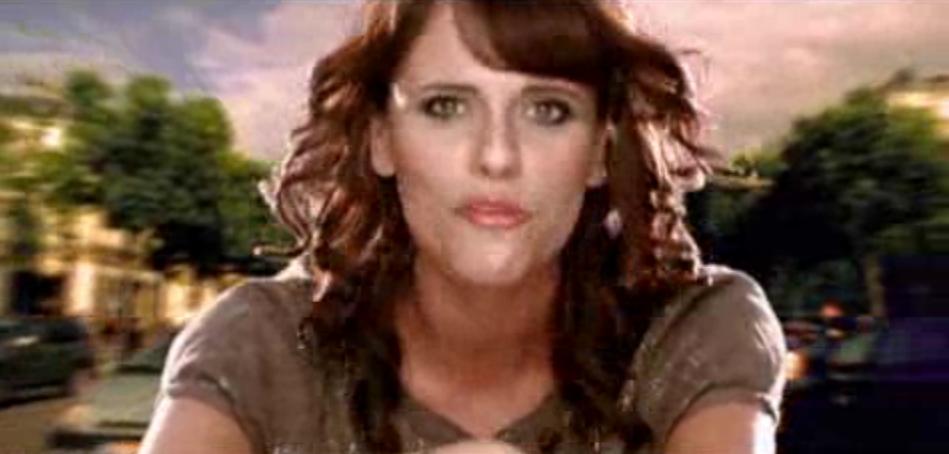 """Laure Cohen en 2007 dans le clip """"Garçon"""""""