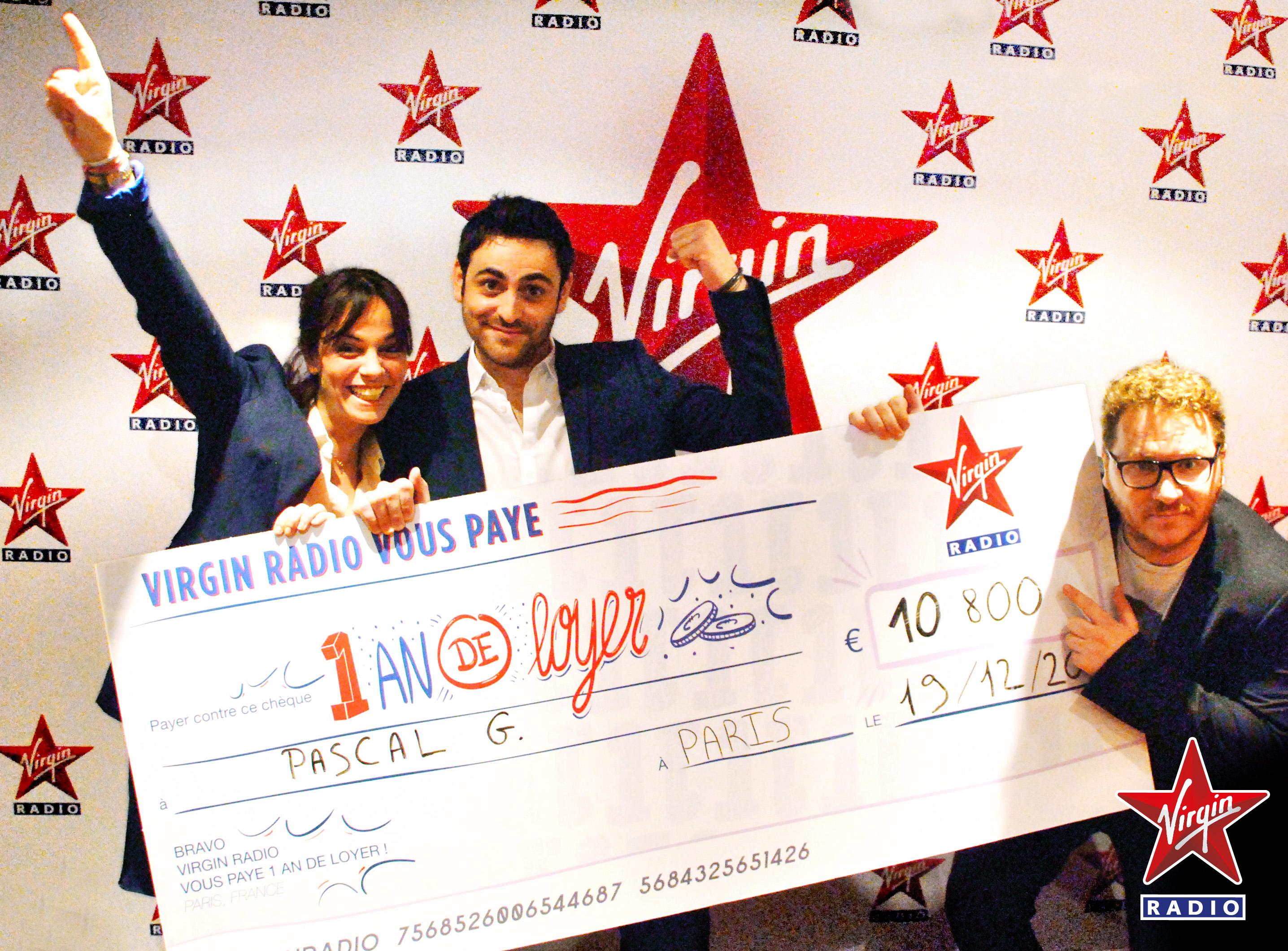 """Camille Combal, Laure et Clément de Virgin Tonic... et le """"gros"""" chèque de 10 800 euros © Virgin Radio"""