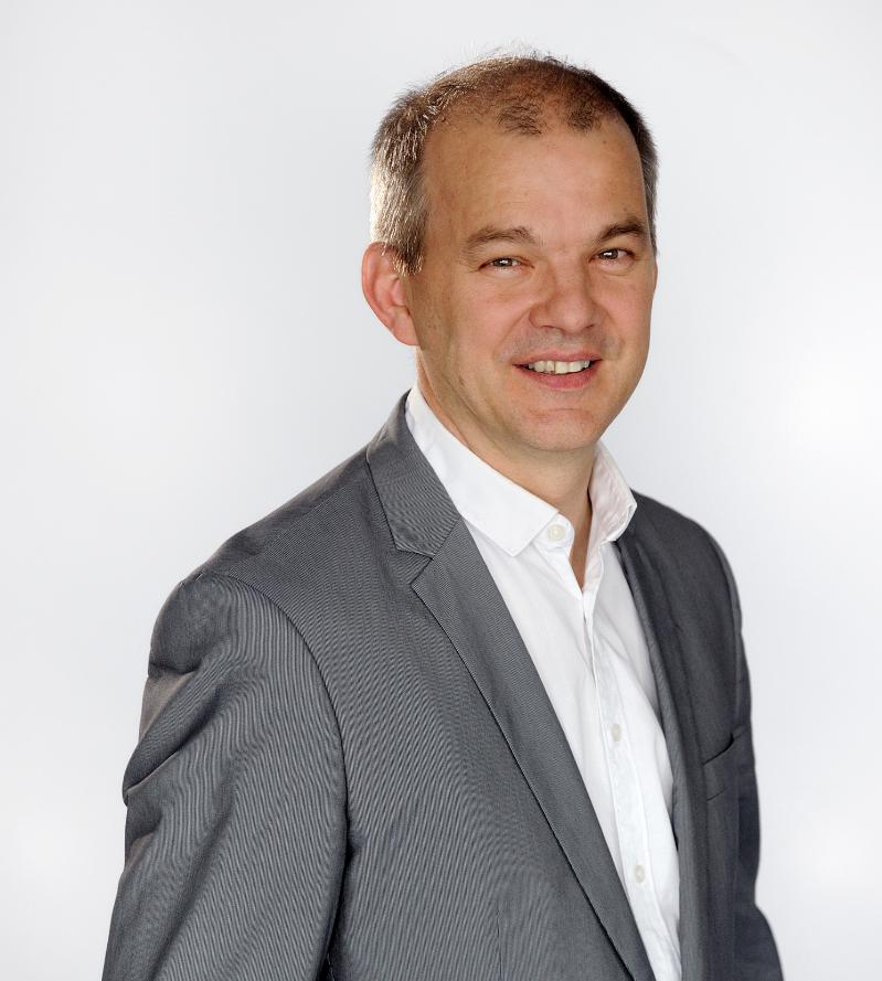 Claude Bruillot, directeur adjoint du réseau France Bleu en charge de l'information © Christophe Abramowitz