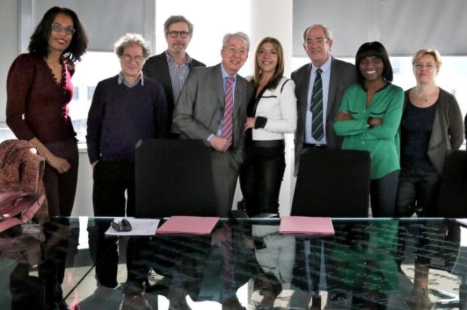 Le jury avec Marie-Christine Saragosse, Pdg de France Médias Monde, lors des délibérations © RFI