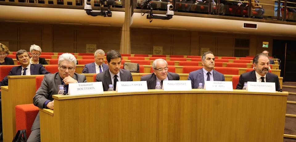 De gauche à droite : Boutterin (SNRL), Gallet (Radio France), Gélinet (CSA), Baldelli (RTL Group) et Olivennes (Lagardère Active) © Serge Surpin