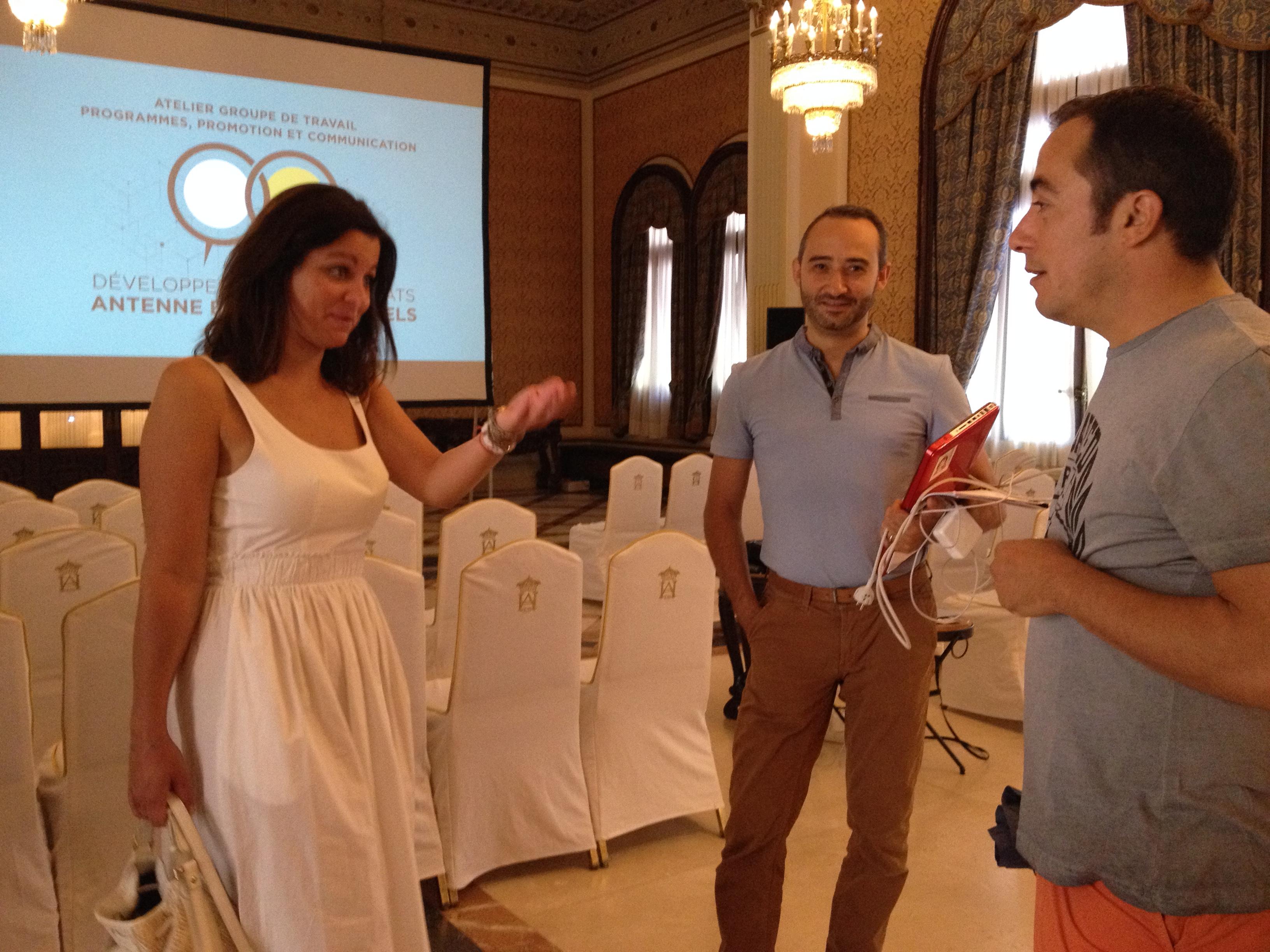 Discutions à bâtons rompus après l'atelier de Jacques Iribarren (100% radio) consacré aux achats.