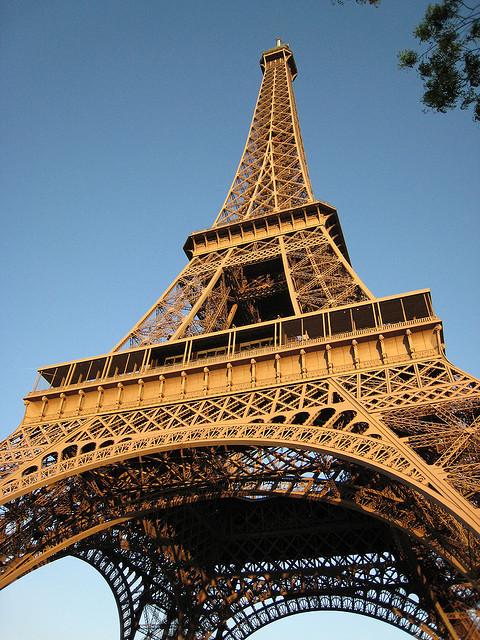 Du haut de cette tour, plus de 11 millions d'auditeurs vous écoutent. C'est le meilleur site d'émission de tout Paris.  © Narno / Flickr [CC BY-SA 2.0]