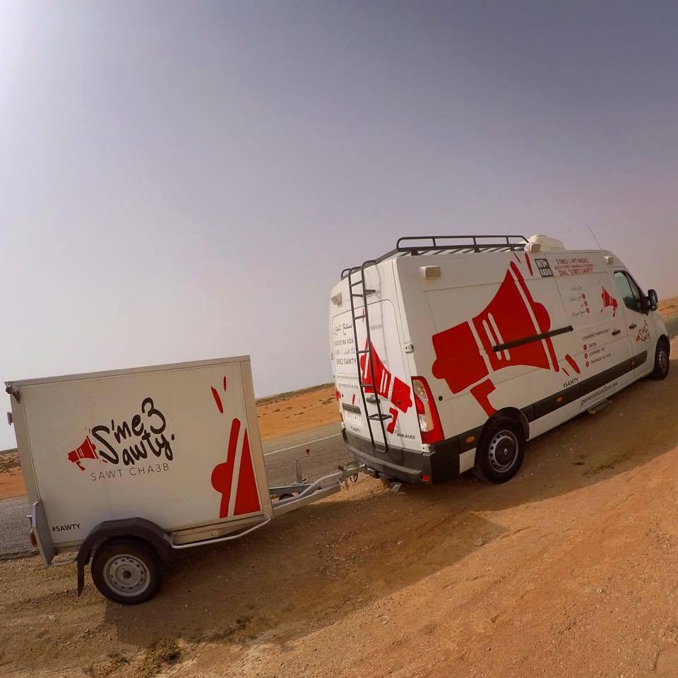 """La caravane de l'opération """"SME3 SAWTY"""" équipée d'un studio vidéo"""