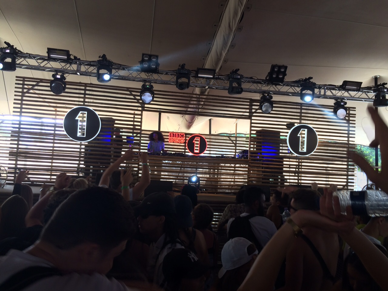 Le podium de BBC Radio 1, la station jeune de la BBC, au Lovebox Festival samedi dernier à Londres - Photo © Olivier Oddou