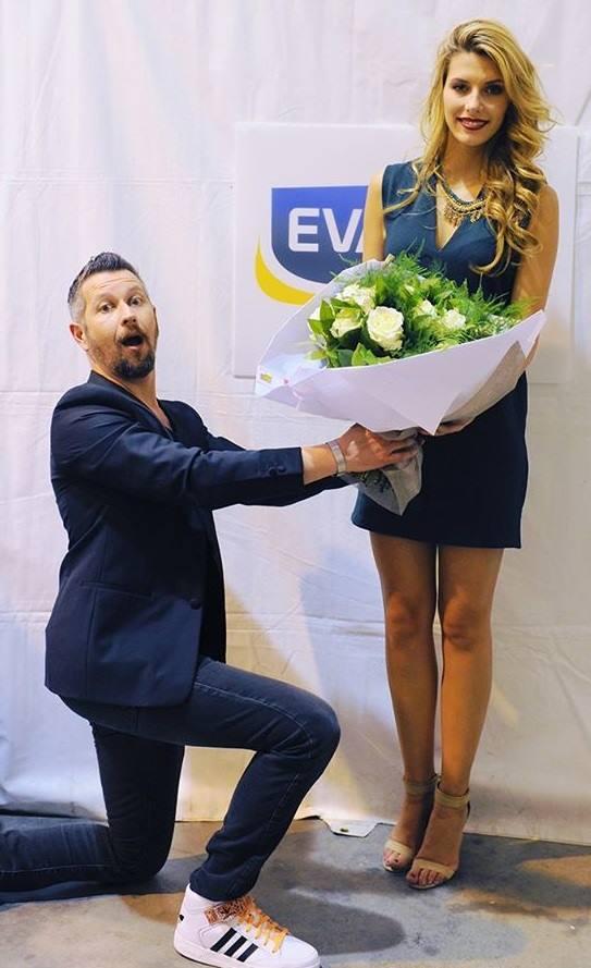 En attendant que Miss France réponde à sa demande, David Kolski continue, cette saison encore, à réveiller les auditeurs sur Évasion